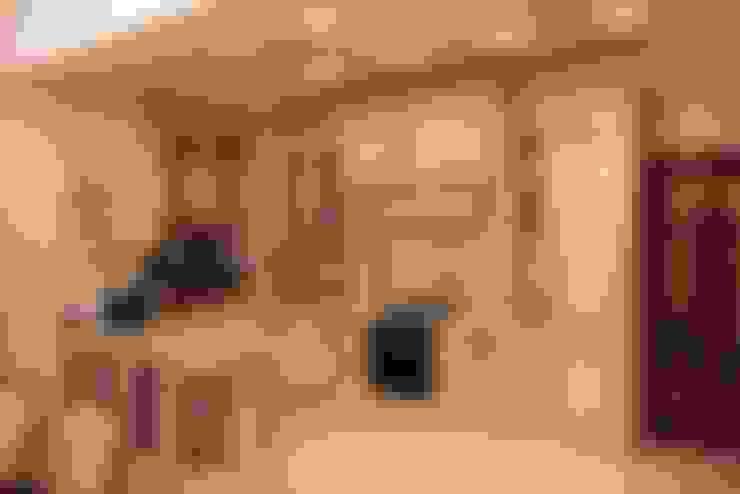 """Совмещенная гостиная, кухня и столовая в классическом стиле: Кухни в . Автор – Студия авторского дизайна """"3Встудио"""""""