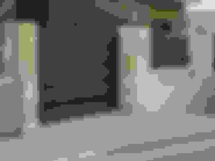 PUERTA CORREDERA: Ventanas de estilo  de CIERRES METALICOS AVILA, S.L.