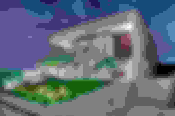 Casa Cond. Colinas de São Francisco: Casas  por JOSIANNE MADALOSSO ARQUITETURA E INTERIORES