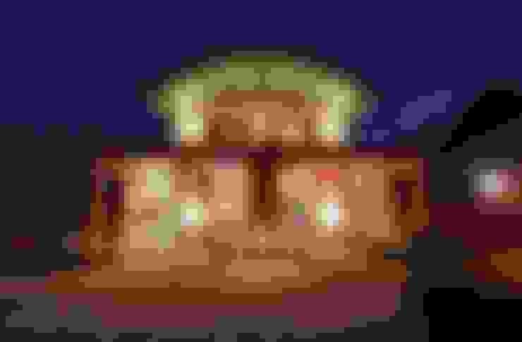 ДОМ В ПОДМОСКОВЬЕ: Дома в . Автор – АРХИТЕКТУРНОЕ БЮРО АНДРЕЯ КАРЦЕВА И ЮЛИИ ВИШНЕПОЛЬСКОЙ