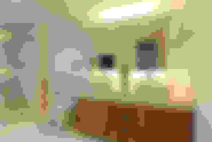 Banho Master: Banheiros  por Casa 2 Arquitetos