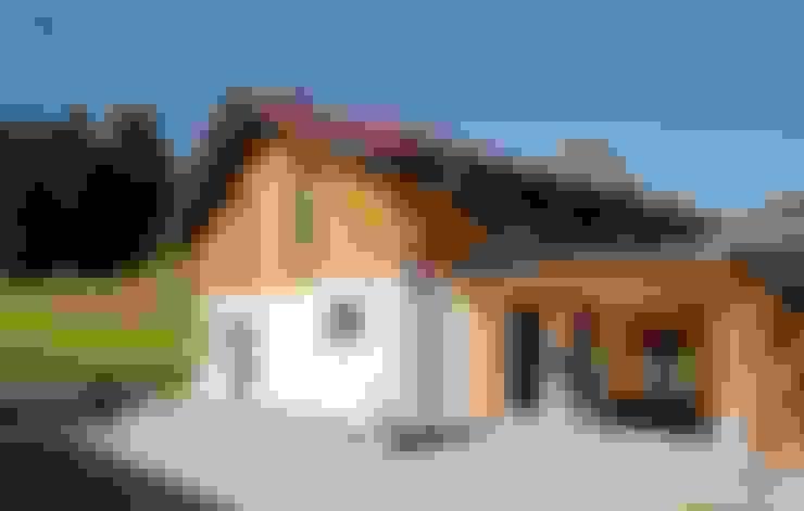 Country house by FingerHaus GmbH - Bauunternehmen in Frankenberg (Eder)