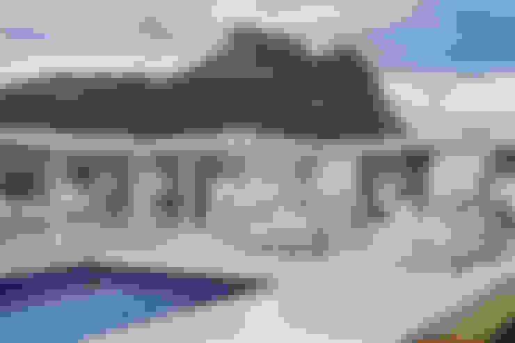 Cobertura Jardim Oceânico: Piscinas  por Carolina Mendonça Projetos de Arquitetura e Interiores LTDA