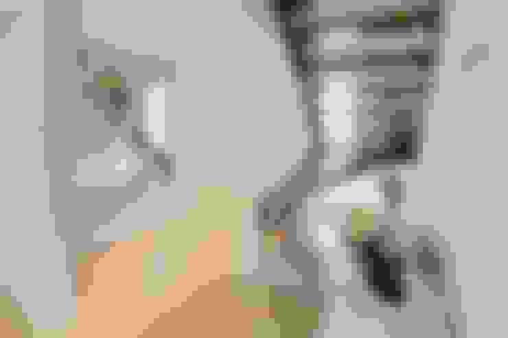 Corridor, hallway by FingerHaus GmbH - Bauunternehmen in Frankenberg (Eder)