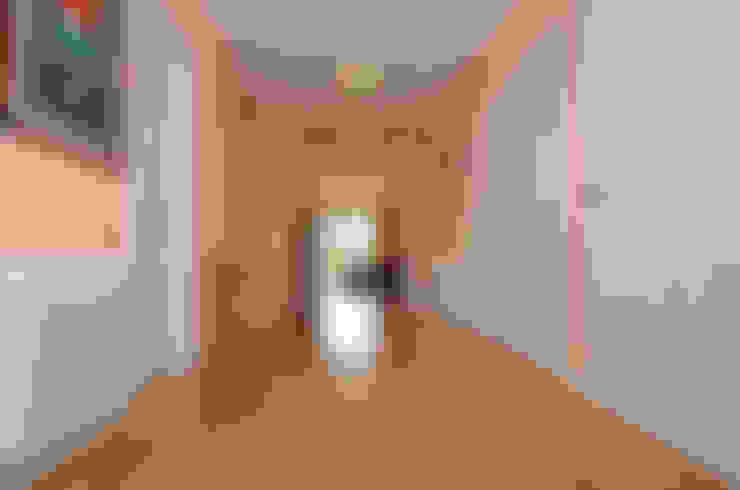 Couloir et hall d'entrée de style  par Canexel