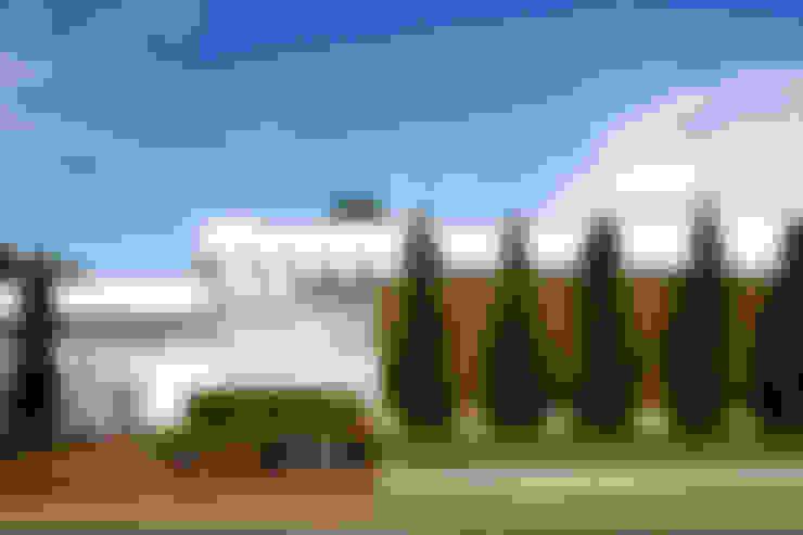 Casas de estilo  de Ana Paula e Sanderson Arquitetura