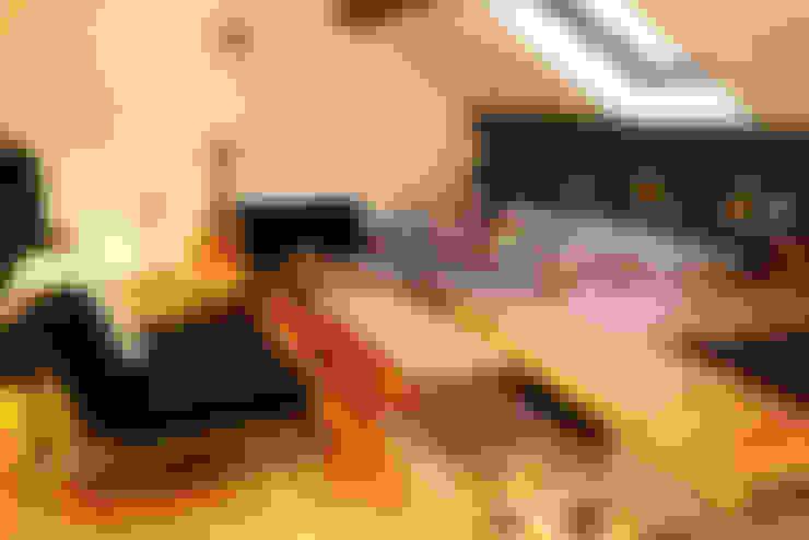 Rénovation d'un appartement: Salon de style  par AD2
