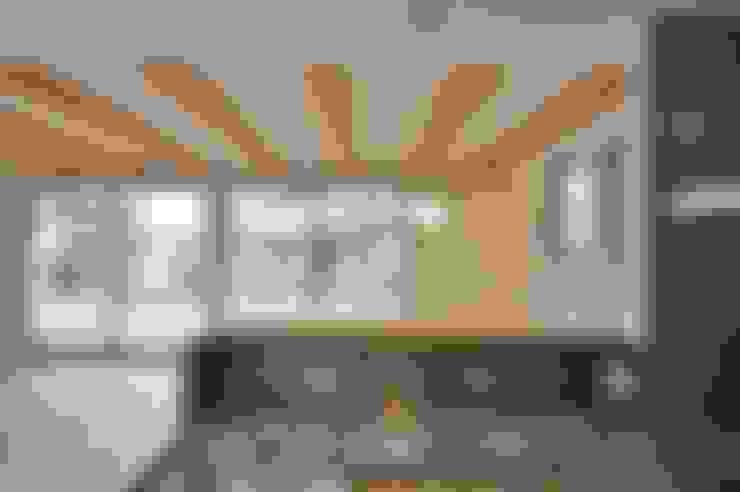 Kitchen by 若山建築設計事務所