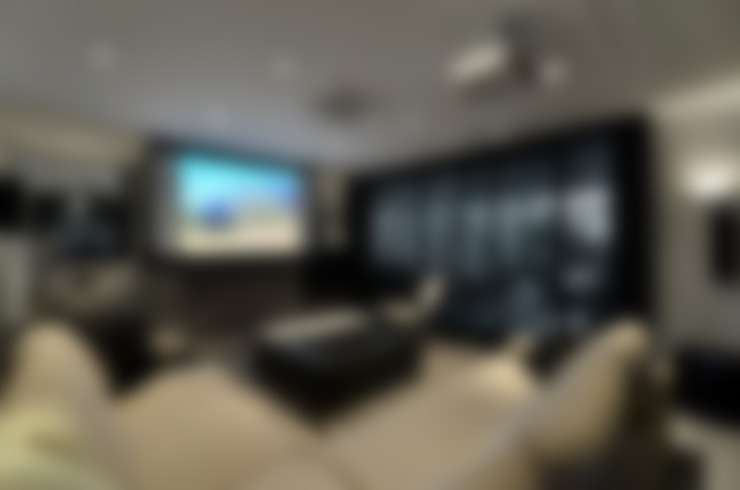 Casa Contemporânea: Salas multimídia  por Johnny Thomsen Arquitetura e Design