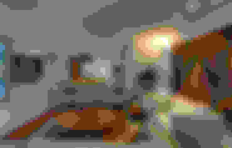 Salas de Estar e Jantar: Sala de estar  por Lage Caporali Arquitetas Associadas