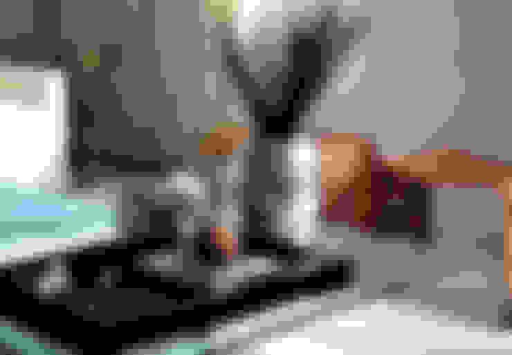 Salas/Recibidores de estilo  por Helô Marques Associados