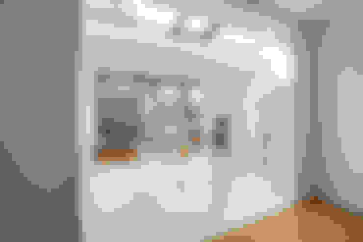 Salas de estar  por op ten noort blijdenstein architecten