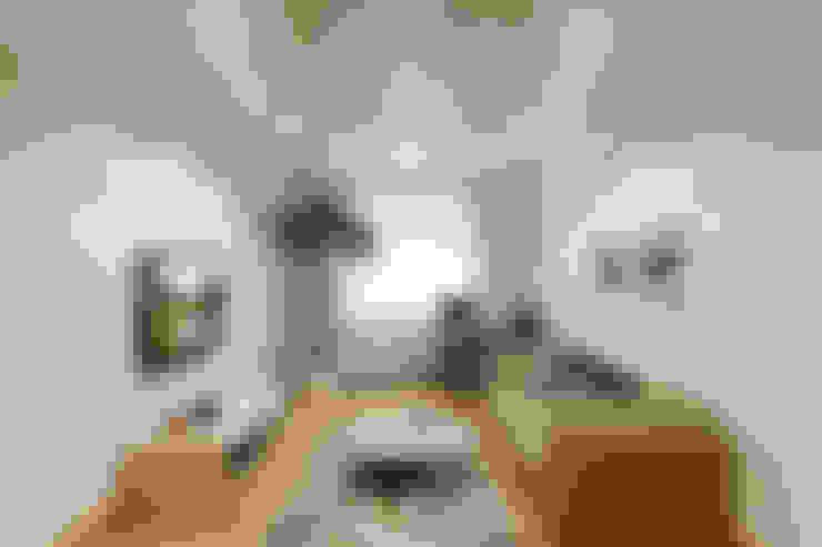Living room by Студия интерьера 'SENSE'