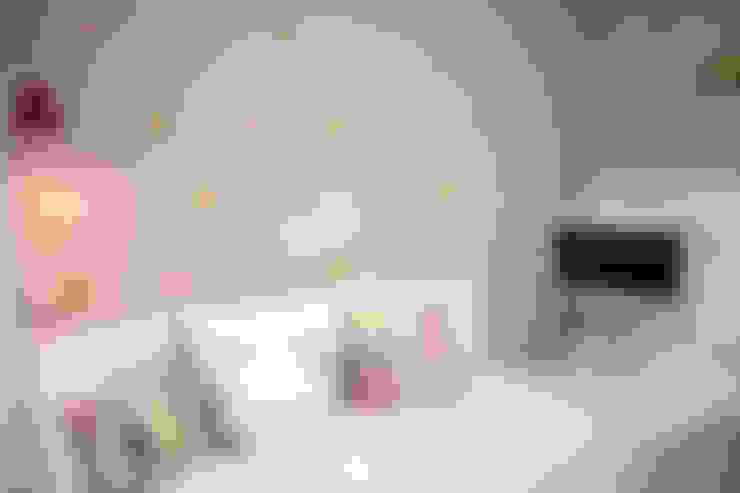 APARTAMENTO M|C: Quarto infantil  por Lote 21 Arquitetura e Interiores
