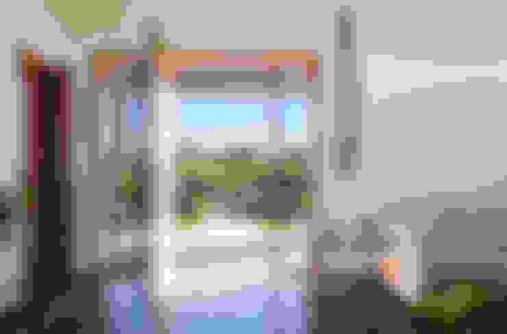 Casa Manacás: Salas de estar  por NOMA ESTUDIO