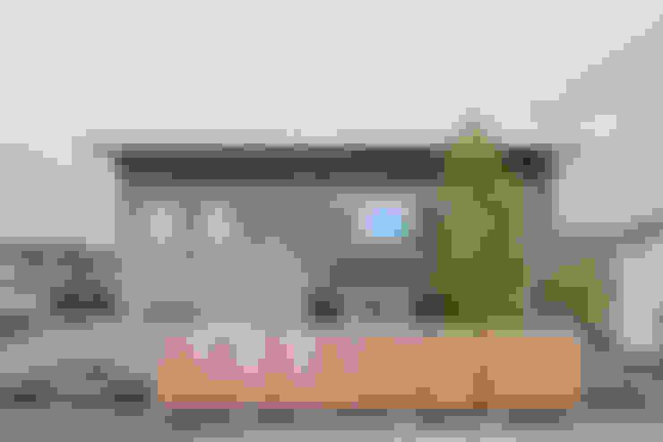 Nhà by 水野純也建築設計事務所