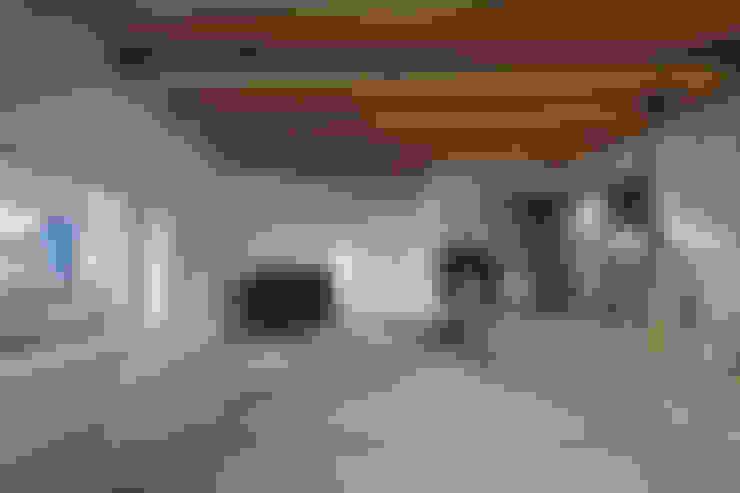 Media room by 宮武淳夫建築+アルファ設計
