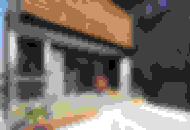 Terrace by 遠藤浩建築設計事務所 H,ENDOH  ARCHTECT  &  ASSOCIATES