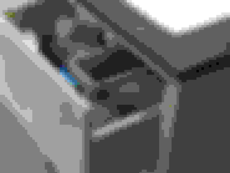 Waschtischunterschrank aus massivem Eichenholz:  Badezimmer von F&F Floor and Furniture
