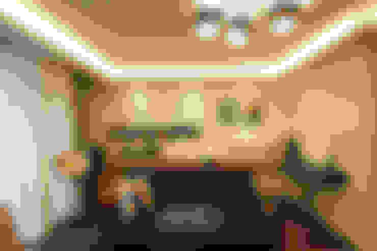 공간 활용도를 높인 모던인테리어 : 앤드컴퍼니의  거실