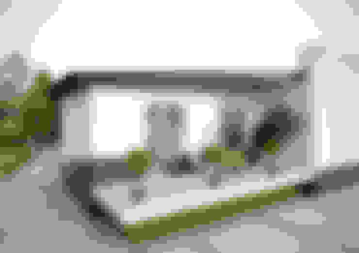 """Загородный дом в поселке """"Европейский"""": Tерраса в . Автор – Architectural Bureau DAOFORM"""