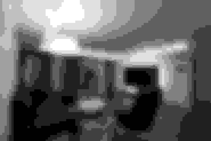 전주 아중리 대우아파트 -the grey-: 디자인투플라이의  거실