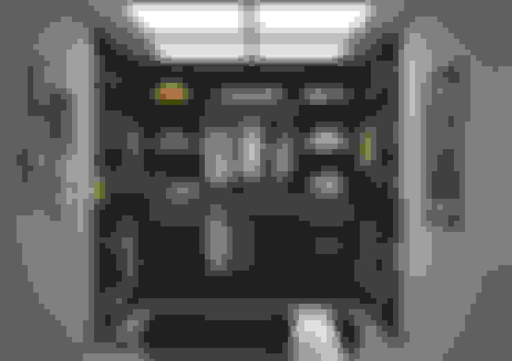 Walk in closet de estilo  por Centimetre.com