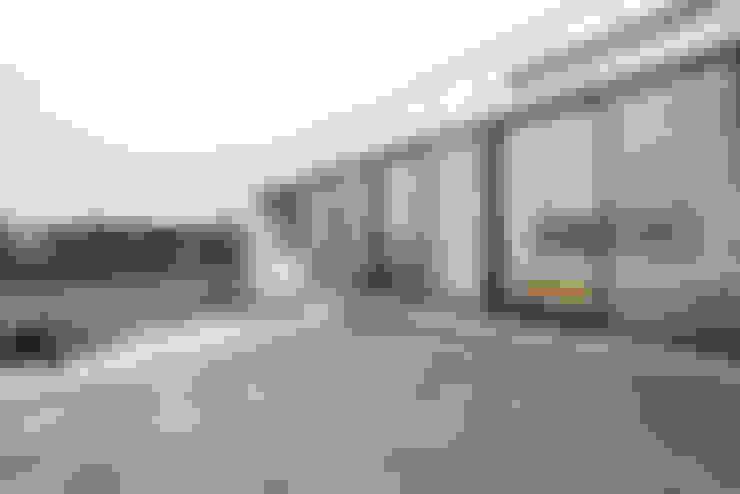 2층 발코니: 비에스디자인건축사사무소의  베란다
