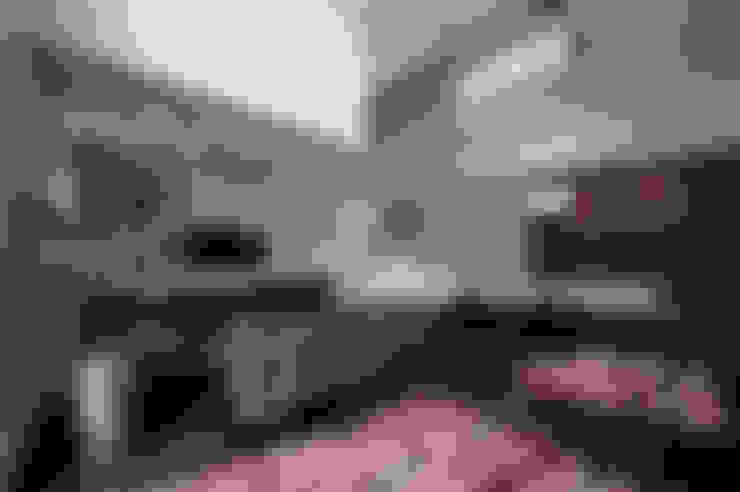 吹抜けのあるLDK: TERAJIMA ARCHITECTSが手掛けたリビングです。
