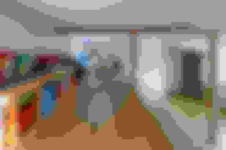横浜の二世帯住宅 ロフト: 一級建築士事務所 感共ラボの森が手掛けた子供部屋です。
