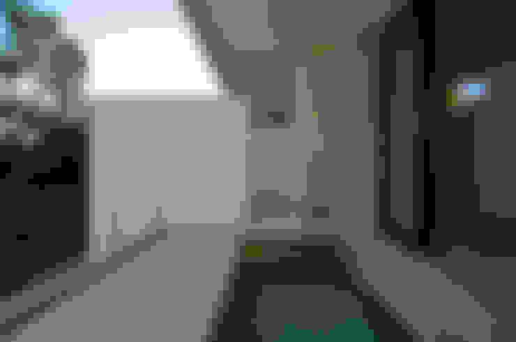 Baños de estilo  de アトリエ環 建築設計事務所