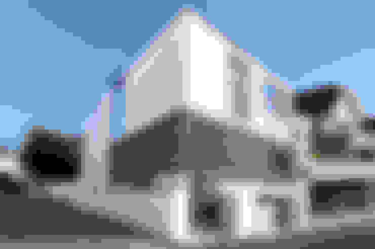 存在感のある外観デザイン: TERAJIMA ARCHITECTSが手掛けた家です。
