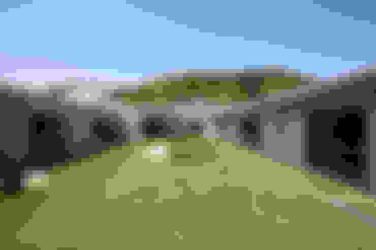 Jardines de estilo  por 依田英和建築設計舎