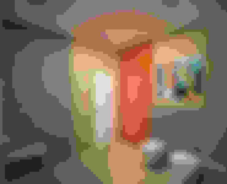 """"""" Палитра Мондриана """"   Квартира 64,2 кв.м, Москва: Ванные комнаты в . Автор – Krupp Interiors"""