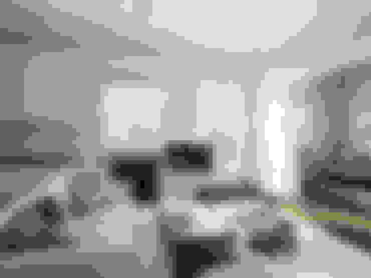 Квартира-студия в стиле лофт в центре Москвы: Гостиная в . Автор – Aiya Design