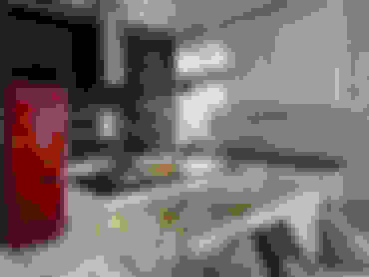 Квартира-студия в стиле лофт в центре Москвы: Кухни в . Автор – Aiya Design