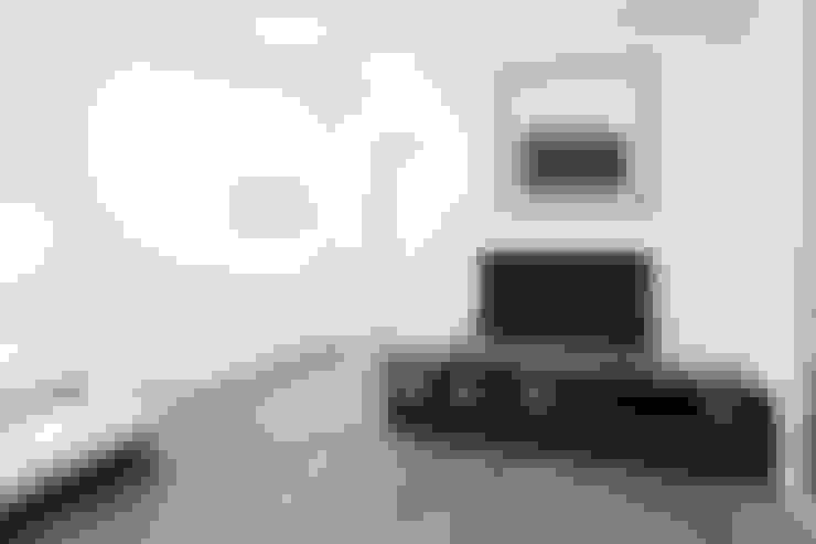 Appartamento a Bollate: Soggiorno in stile  di bdastudio