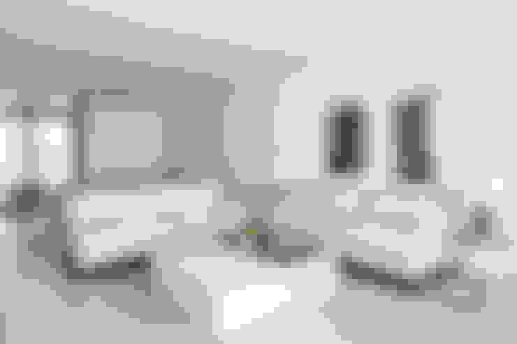 Sala - decoração apartamento Estoril: Sala de estar  por Home Staging Factory