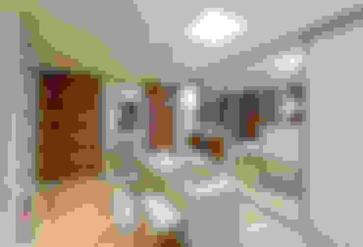 Closet do casal: Closets  por Espaço do Traço arquitetura
