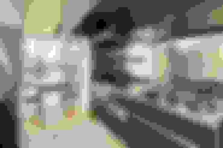 川越の家: 株式会社FAR EAST [ファーイースト]が手掛けたガレージです。
