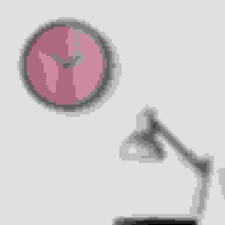 Настенные часы Madera: Гостиная в . Автор – ИноВид