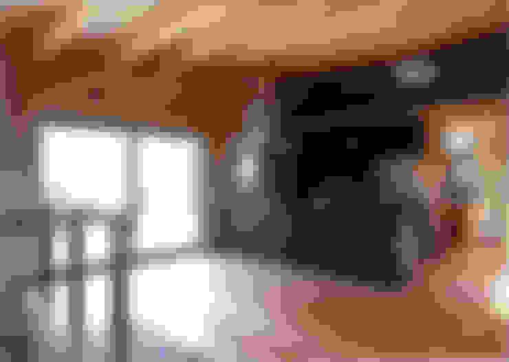リビング側よりキッチンを見る: 豊田空間デザイン室 一級建築士事務所が手掛けたダイニングです。