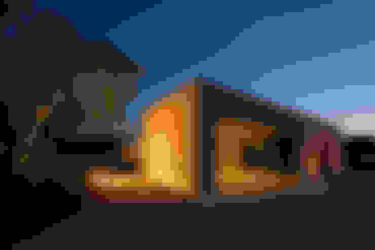 Garage/shed by Gonzalez Amaro