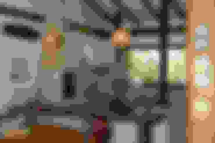 Casas de estilo  por Arquitetamos Escritório Autônomo