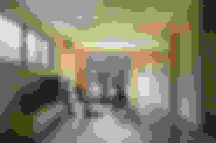 Living room by 松岡健治一級建築士事務所