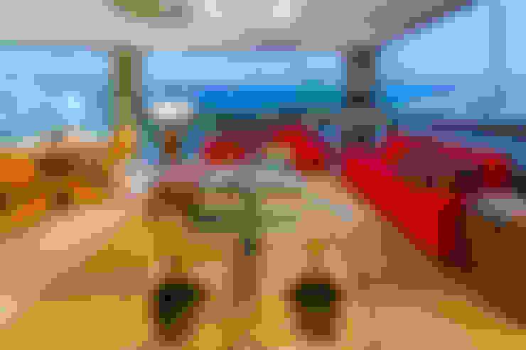 Salas de estilo  por IE Arquitetura + Interiores