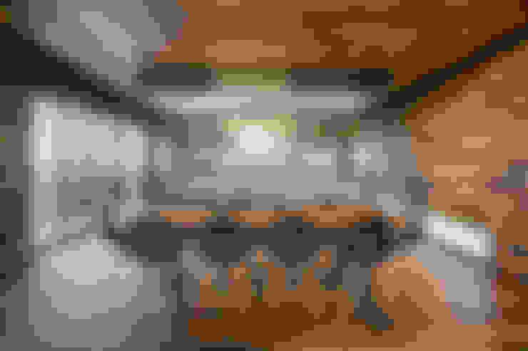 Casa Evans: Comedores de estilo  por A4estudio