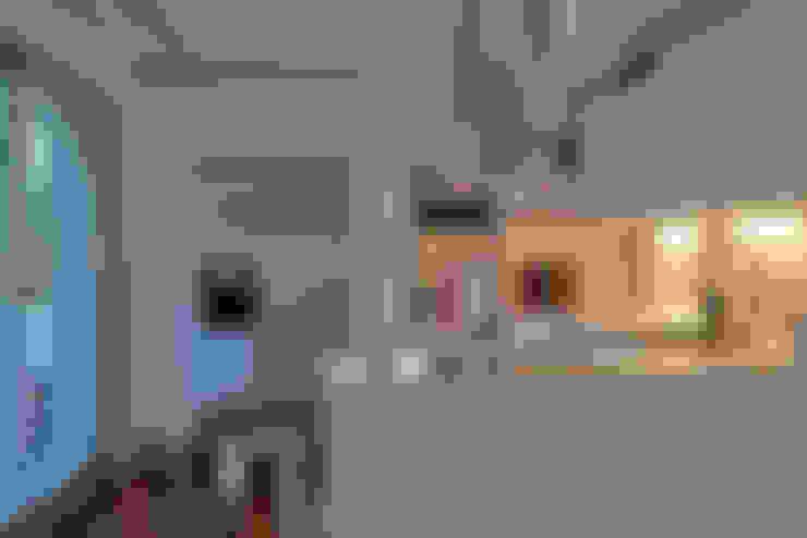 Apartamento em Cascais: Cozinhas  por Pureza Magalhães, Arquitectura e Design de Interiores