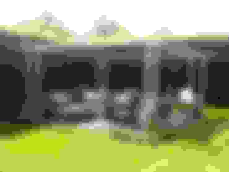Moderne Pergola van metaal:  Terras door Bladgoud-tuinen