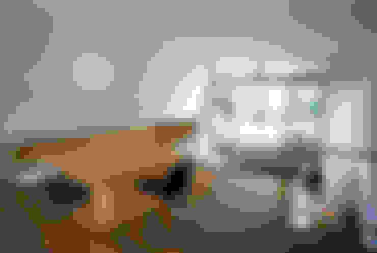 向原の家: 向山建築設計事務所が手掛けたリビングです。